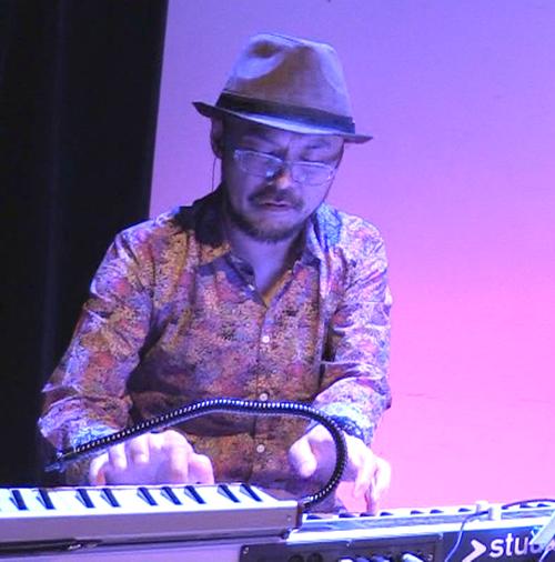 渡部泰介さん(piano)